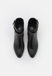 MICHAEL Michael Kors - BRITTON BOOTIE - Bottines - black/brown - 4