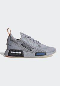 adidas Originals - NMD_R1 SPECTOO UNISEX - Sneakersy niskie - halo silver/core black - 6