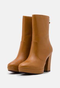 Tamaris Heart & Sole - BOOTS  - Kotníková obuv na vysokém podpatku - mustard - 2