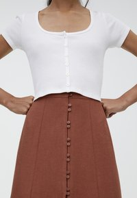 PULL&BEAR - MIT KNÖPFEN  - Maxi skirt - brown - 4