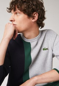 Lacoste - Sweatshirt - gris chine / bleu marine / vert - 2