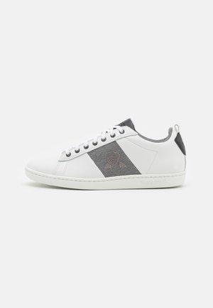 COURTCLASSIC - Sneakers laag - optical white/grey denim
