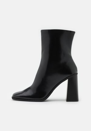 VEGAN ROBBIE BOOT - High heeled ankle boots - black dark