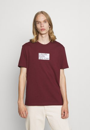 GRAPHIC CHEST LOGO - T-shirt con stampa - tawny port