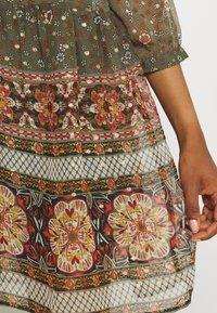 Vero Moda - VMBOHEMEA SHORT DRESS - Sukienka letnia - ivy green/bohemea - 5