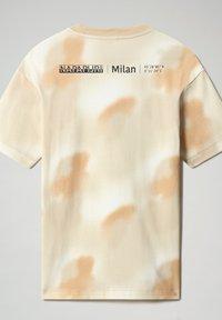 Napapijri - S-AIRBRUSH SS AOP - Print T-shirt - beige camou - 5