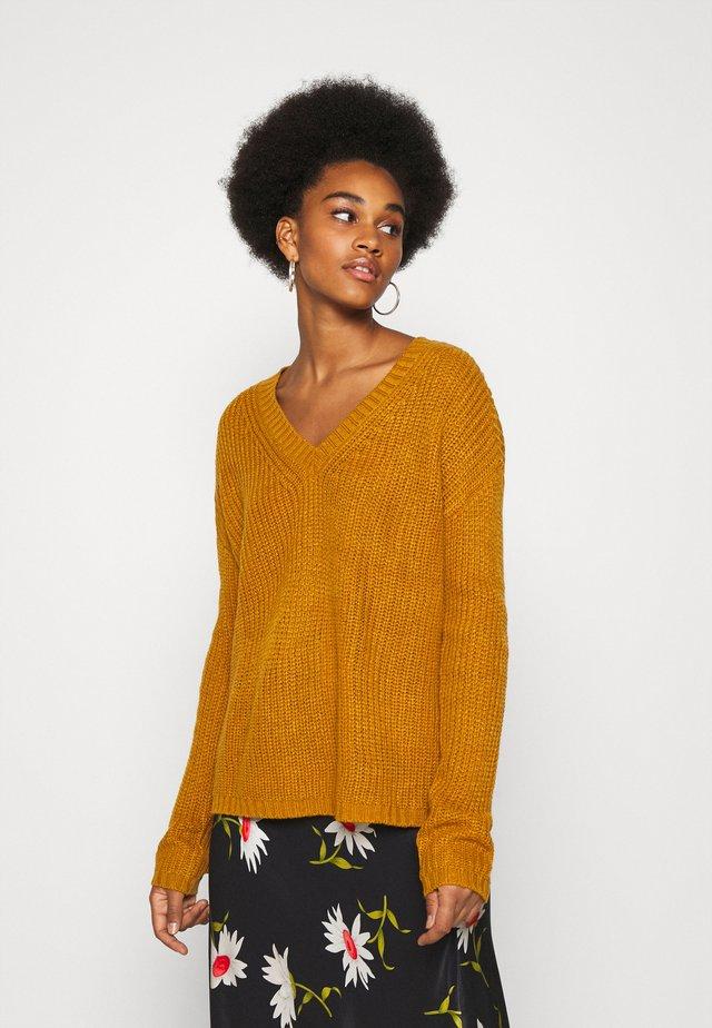 JDYLIMONE V NECK - Sweter - golden brown