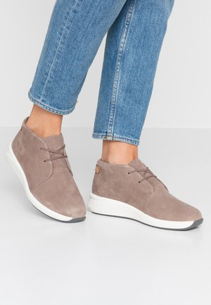 UN RIO MID - Casual lace-ups - pebble