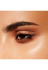 MAC - EYE SHADOW - Eye shadow - wedge - 4