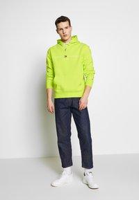 Tommy Hilfiger - LOGO HOODY - Bluza z kapturem - green - 1