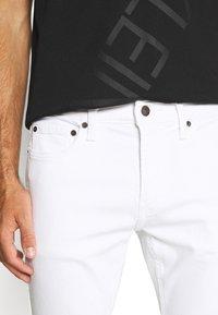Hollister Co. - SPRSKNY  - Skinny džíny - white - 3