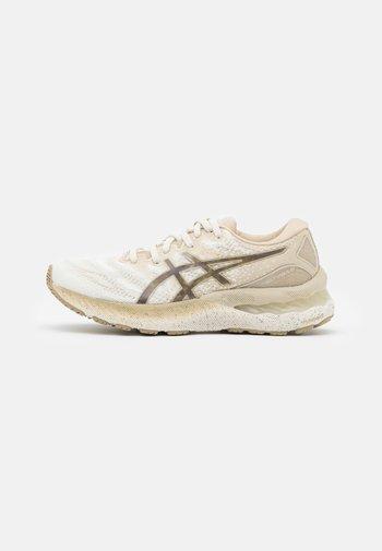 GEL-NIMBUS 23 EARTH DAY - Neutral running shoes - cream/putty