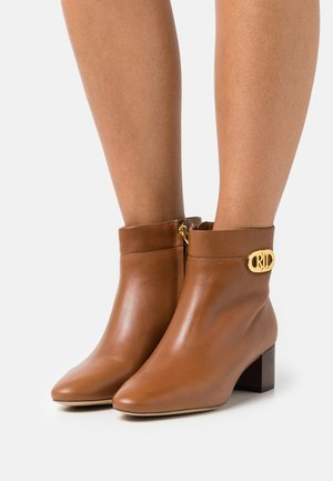 WYNNE BOOTIE - Classic ankle boots - deep saddle tan