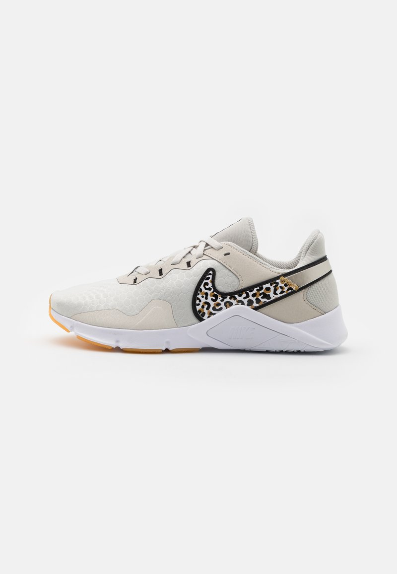 Nike Performance - LEGEND ESSENTIAL 2 PRM - Kuntoilukengät - light bone/black/wheat/white/light brown