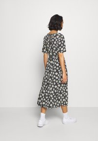 Dorothy Perkins Petite - DAISY SPOT MIDI DRESS - Denní šaty - black - 2