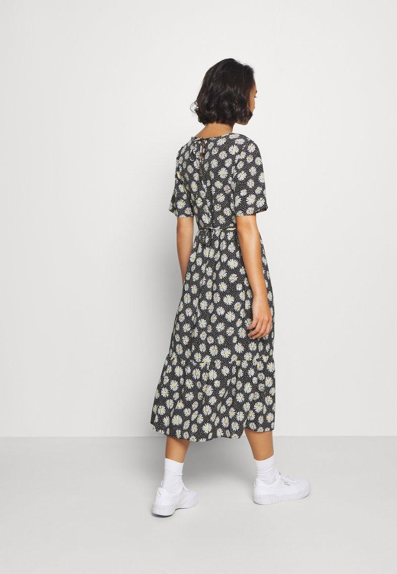 AAA-laatu Dorothy Perkins Petite DAISY SPOT MIDI DRESS  Vapaaajan mekko  black lFOKd