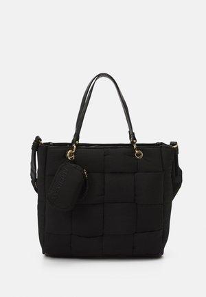 BUCKET BAG QUILTY M - Shoppingveske - black