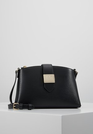 LYLA CENTER ZIP CROSSBODY SUTTON - Olkalaukku - black/gold