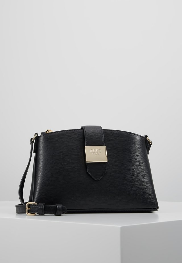 LYLA CENTER ZIP CROSSBODY SUTTON - Torba na ramię - black/gold
