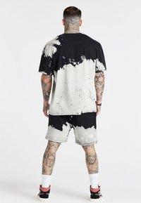 SIKSILK - BLEACH WASH OVERSIZED AOKI TEE - T-shirt imprimé - black/white - 2