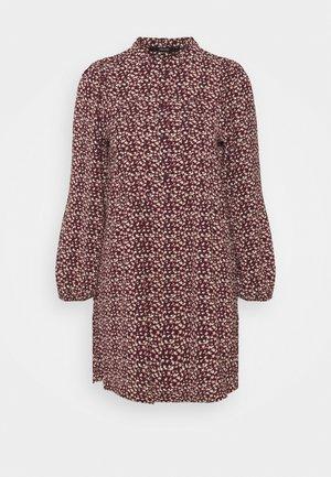 VMSAGA PLEAT SHORT DRESS - Shirt dress - port royale