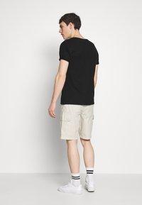 Napapijri - NOTO - Shorts - dove grey - 2