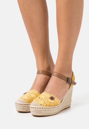 Sandály na platformě - yellow