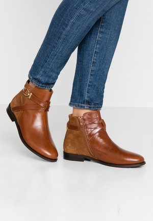 DILLING - Classic ankle boots - bark