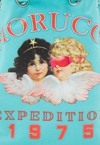 Fiorucci - ARCTIC ANGELS POUCH BAG - Axelremsväska - blue - 4