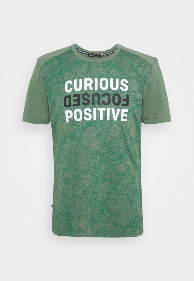 ALPINE - Print T-shirt - duck green