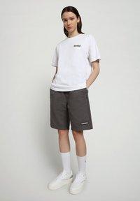 Napapijri - Shorts - grey gargoyle - 0