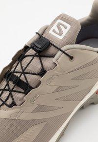 Salomon - SUPERCROSS BLAST GTX - Trail running shoes - vintage kaki/vanilla/quarry - 5