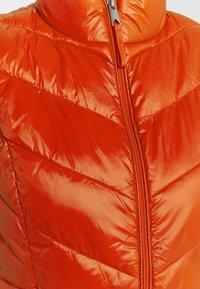 Vero Moda Petite - VMSORAYASIV WAISTCOAT - Smanicato - red clay - 2