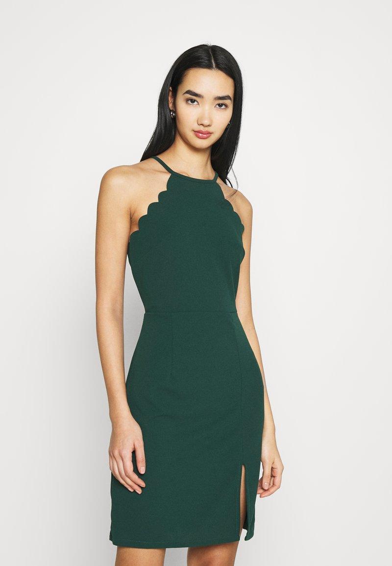 WAL G. - YELDA SCALLOP NECK MINI DRESS - Koktejlové šaty/ šaty na párty - forest green