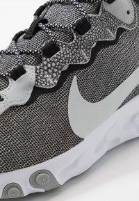 Nike Sportswear - REACT ELEMENT 55 SE - Sneakers - white/pure platinum/wolf grey/black - 5