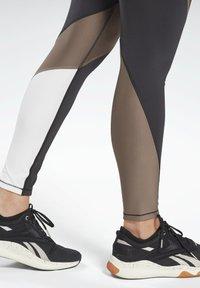 Reebok - LUX SPEEDWICK LEGGINGS - Collant - black - 4