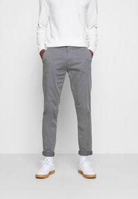 Casual Friday - VIGGO - Chino kalhoty - smoked pearl grey - 0