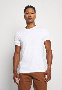 Burton Menswear London - 3 PACK - T-shirt - bas - white - 1