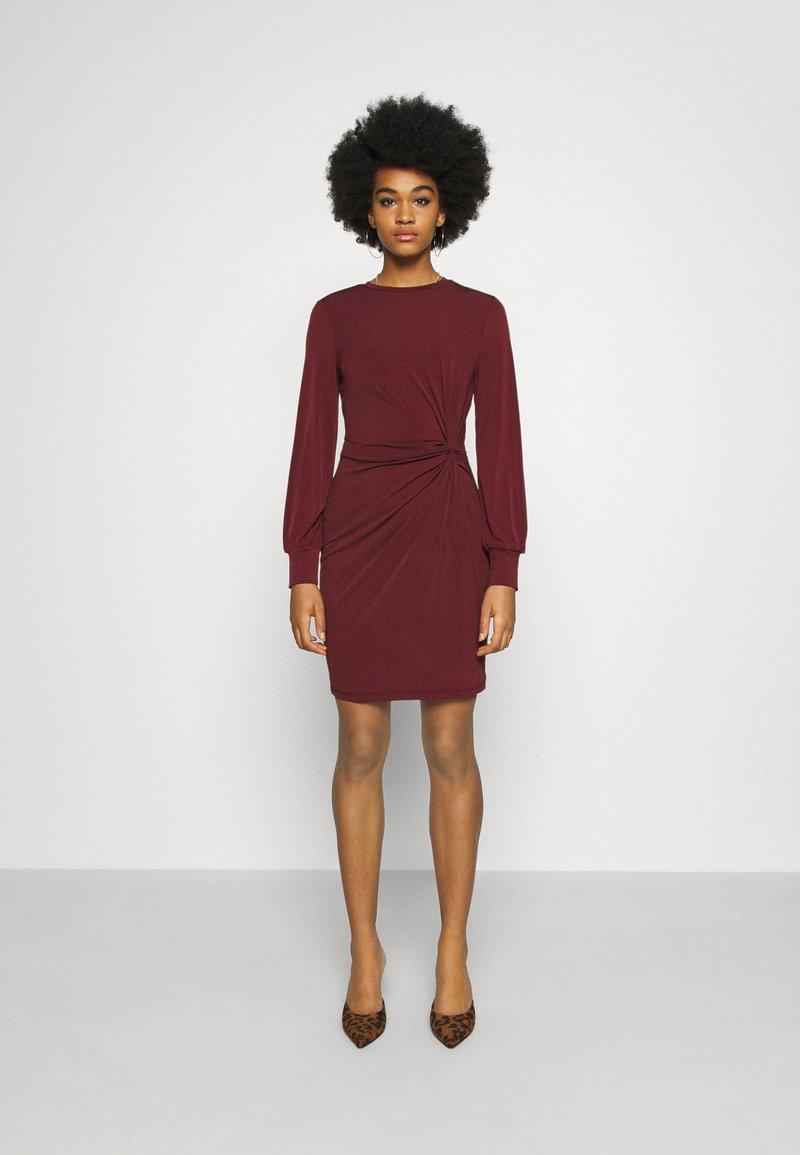 Vero Moda - VMTWISTED KNOT SHORT DRESS - Jerseykjole - port royale