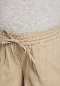 MAMALICIOUS - MLLINEN - Shorts - sand - 2