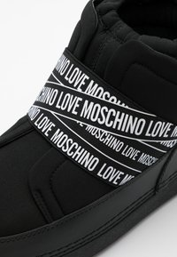 Love Moschino - WINTER LOVE - Snowboot/Winterstiefel - black - 4