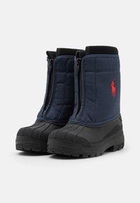 Polo Ralph Lauren - QUILO ZIP UNISEX - Zimní obuv - navy/red - 1