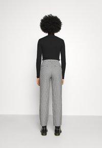 Monki - SIMONE TROUSERS - Trousers - white light - 2