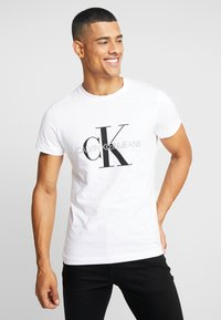 Calvin Klein Jeans - ICONIC MONOGRAM SLIM TEE - Printtipaita - bright white - 0