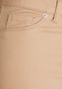 Vero Moda Tall - VMHOT SEVEN PANT - Trousers - nude - 2