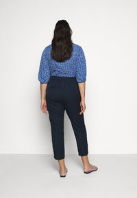 JUNAROSE - by VERO MODA - JRGENTA TAILORED ANKLE PANTS - Trousers - navy blazer - 2