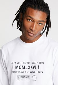 Topman - WHITE MILITARY TEXT TEE - T-shirts print - white - 3