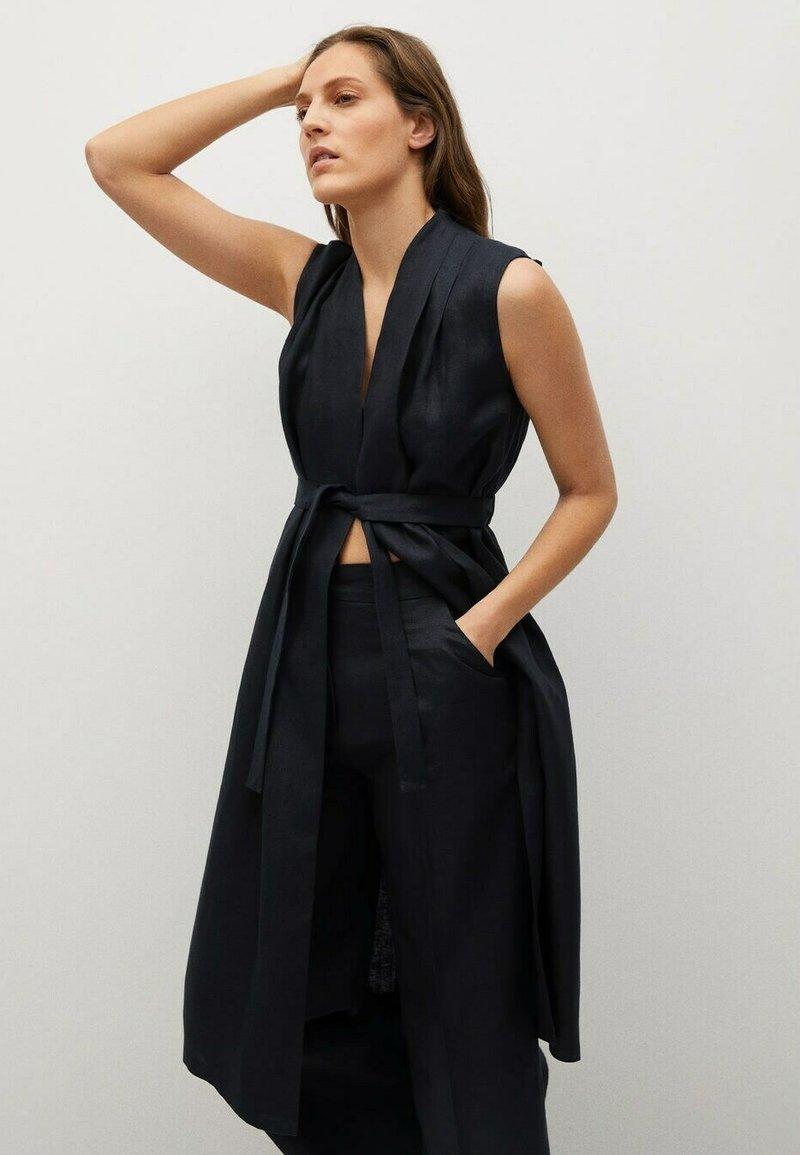 Mango - Waistcoat - schwarz