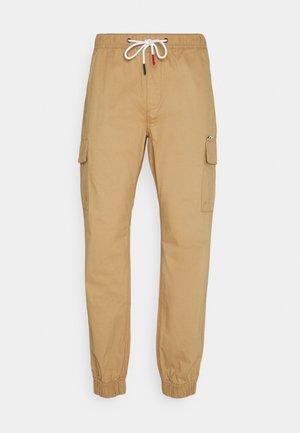 ETHAN JOGGER - Cargo trousers - classic khaki