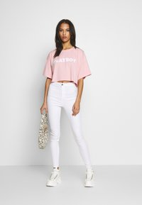 Missguided - VICE HIGH WAISTED - Jeans Skinny Fit - white - 1